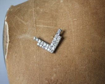 vintage 1940s brooch / 40s v for victory pin / 40s rhinestone novelty brooch