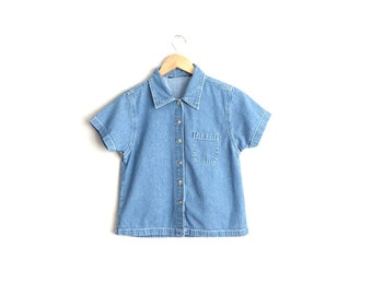 Size XS/S // CROPPED DENIM Shirt // Short Sleeve Button-Up Shirt - Simple - Minimalist - Vintage '90s.