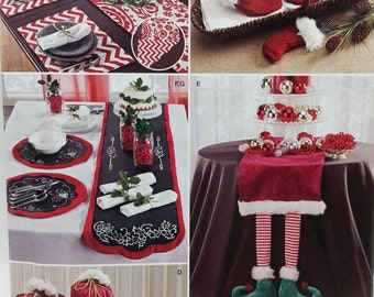 Simplicity J0208 Christmas Crafts Accessories for Entertaining. Mini Stockings,Bags, Bands,Boot Cuffs,Table Runners and Placemats