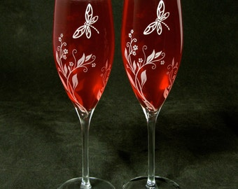NEW 2 Engraved Wedding Champagne Flutes, Vine and Dragonfly Wedding Decor, Engagement Party Gift