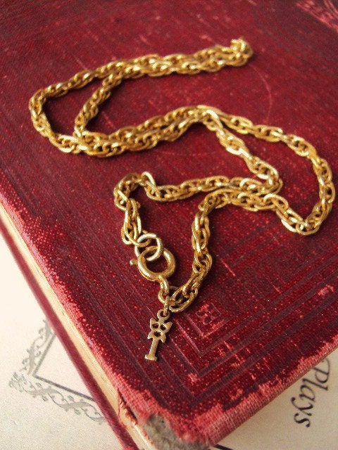 Vintage Crown Trifari Linked Chain Necklace Short Chain