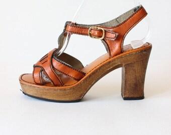 1970s Shoes / Vintage 70s Faux Leather Strappy Platform Sandals, size 6