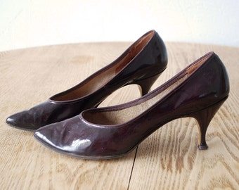 50s shoes. dark cherry patent leather heels. 50s heels -