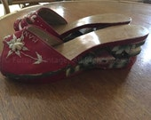 1940s 1950s Philippines Manila Wooden Hand Carved Red Souvenir Slip On Wedges 7.5