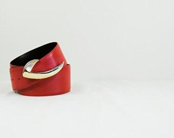 80s M/L Leather Belt - red geniune embossed - 1980s retro tapered yoke - retro cinch / high waist - Liz Claborne