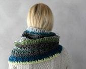 Cowl Scarf- Chunky Cowl- Gray Green Cowl- Womens Snood- Crochet Cowl Scarf- Knit Scarf- Grey Winter Scarf- Chunky Cowl Scarf- Knit Cowl