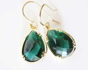 Green Drop Earring,crystal Emerald Earrings,Teardrop Earrings,Crystal green Earrings,Gift to Her,Simple green Earrings,Everyday jewelry