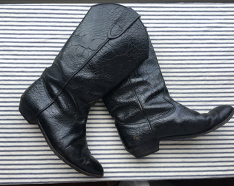7 / Embossed Leather Cowboy Boots / Black Cowboy Boots / Winter Boho Boots / Nashville Stagewear / Reptile Pattern / Pointed Toe Boots