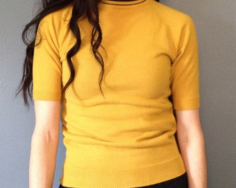Vintage Mustard Yellow Sweater . Short Sleeve . Pullover . Fitted . College Sweater . Women's Small
