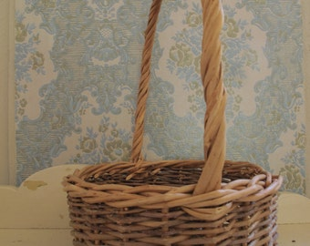 Handmade Willow Gathering Basket Single-Handle Basket Shaker
