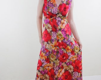 Vintage 70's floral maxi dress, sleeveless, evening gown, magenta, violet, empire waist, lightweight - Medium