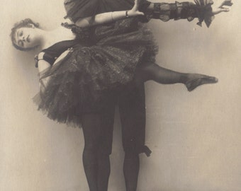 Two Dancers, Liebesspiel, German Postcard circa 1910s/20s