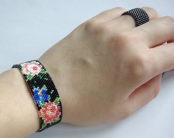 Hand beaded flower bracelet.Black Bracelet.Floral bracelet.Peyote bracelet.Miyuki.Seed bead bracelet.Gift for Her.Birthday Gift.OOAK