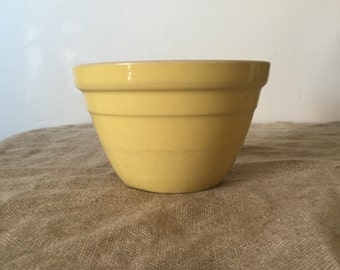 VINTAGE HOFFMAN POTTERY sunny yellow Pudding Bowl / Mixing bowl. My vintage home / vintage decor