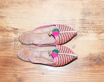 Vintage Ethnic Embroidered Slippers , India  Slides  sz 5.5