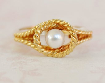 Vintage 1977 Cultured Pearl Ring by Avon Size 5 to 6