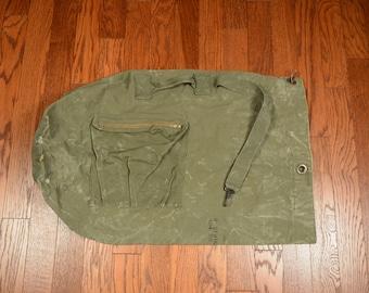 vintage US Army duffel bag duffle bag type ii type 2 heavy duty canvas distressed Vietnam Era 60s 1960 1967 large green duffle bag