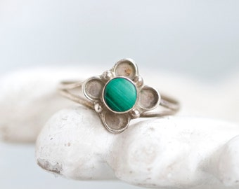 Malachite Flower Ring - Vintage Sterling Silver Delicate Boho Ring - Size 7.5 - Made in Mexico