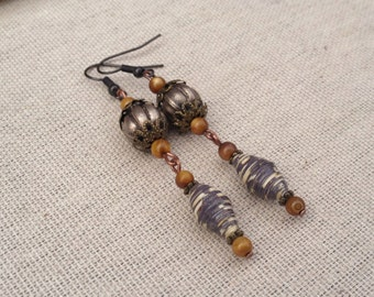Dark grey, ivory and silver paper bead filigree earrings w/ amber shells