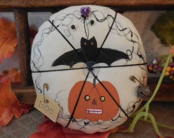 Primitive Handpainted Halloween Jack-O-Lantern Pin Keep Folk Art Bat Pin Cushion Ornament