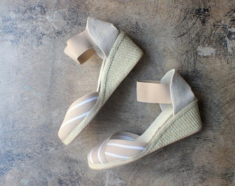 Size 9 Espadrilles / Vintage Wedge Heel Shoes / Women's Neutral Tone Shoes
