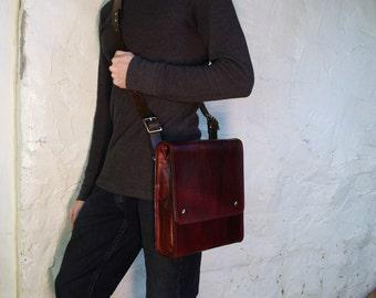 Medium Messenger Bag - Dark Brown