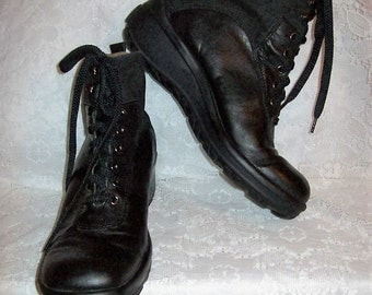 Vintage Ladies Black Leather Lace Up Ankle Boots by Nicole Size 9 Only 15 USD