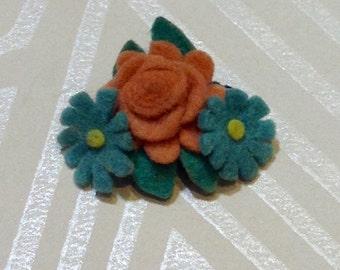 Sweet 1940's Felt Flower Brooch
