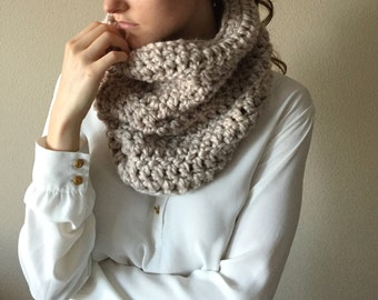 Chunky Crochet Cowl Neckwarmer Scarf, Infinity Circle Scarf | Oatmeal Cream | Wool Yarn