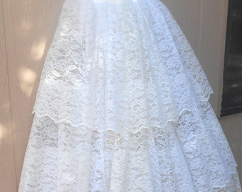 Vintage Wedding Dress Size Small, Lace Bridal Dress with Full Skirt, Wonderful Condition