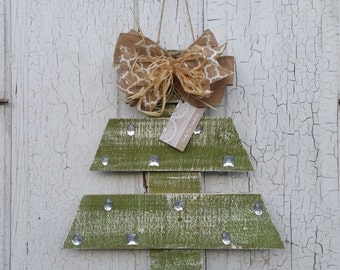 Distressed Pallet Christmas Tree with Rhinestones
