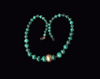 Vintage  genuine malachite  graduated  beads necklace with a gold tone focal bead