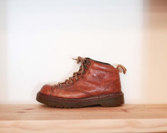1990s Dr.Martens tan / brown ankle boots / Made in England lace up leather work boots / combat boots / shoes / distressed worn in