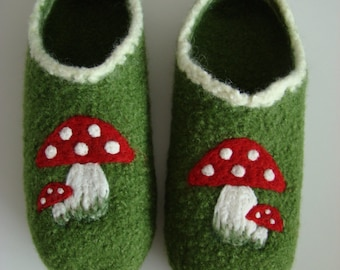 Women's clogs with toadstools