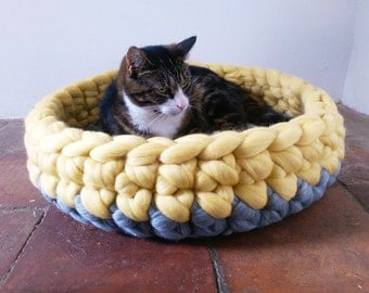 Cat Bed Chunky yarn Cat Cave Bedding Cat House basket Ped Bed with free Ball 100% wool in Grey & Yellow