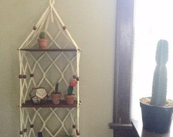 Vintage Macrame Plant Hanger / Shelf