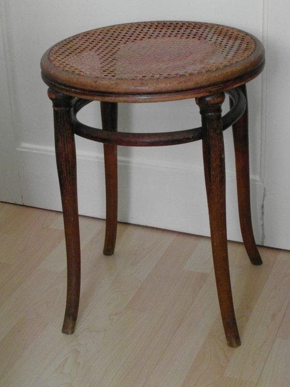 thonet stuhl antik hocker rund korbgeflecht 1880er sitzm bel. Black Bedroom Furniture Sets. Home Design Ideas