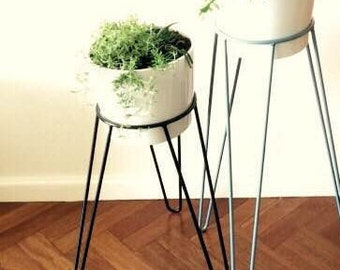 Black Metal Wire Plant Stand - Hairpin Leg Inspired