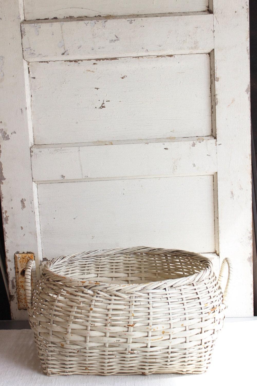 vintage large white wicker woven basket with handles. Black Bedroom Furniture Sets. Home Design Ideas