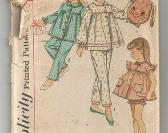 3690 Simplicity Sewing Pattern Girls Pajamas Top Pants Panties Size 6 Vintage 1960s