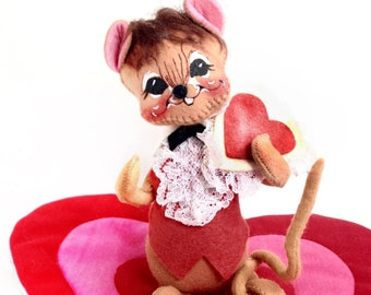Valentine Mouse, Heart Boy Mouse Figurine, by Annalee Mobilitee Dolls, Vintage Holiday Collectible