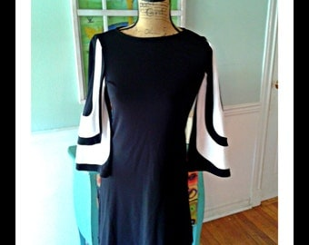 Adorable Go Go dress / 60's /Bell Sleeves / Black and White / Space Age / Mod /Medium