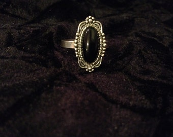 Vintage Sterling Silver Renaissance Style Ring - Size 9