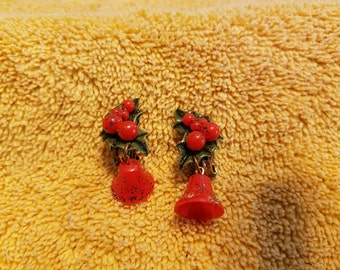 Vintage Plastic Bell and Holly Clip On Earrings
