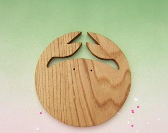 Chopping board, crab in chestnut wood, medium size, kitchen crab