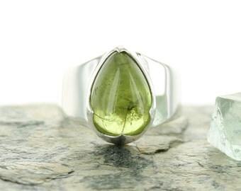 Peridot silver ring. Size 5,5. Natural stone. Gemstone ring. Peridot cabochon. Peridot jewels. Ring size K 1/2 UK.