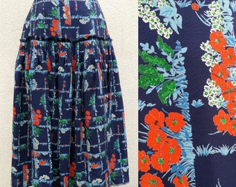 80's, 50's cut , navy blue skirt , gathered / pleated at the hips , flowers:garden print, high waist, pretty colors , Lovely !