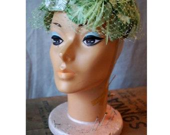 Vintage Light Green Hat, Blusher Veil, Vintage 1950s Hat, Vintage Veil Hat, 1950s Veil Hat, Vintage Flower Hat, Vintage Caplet, Fascinator