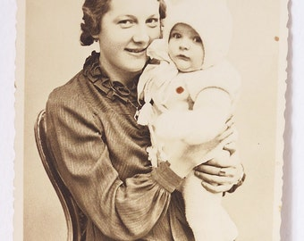 Vintage Photography / Postcard Mother with Baby, Vienna 1940