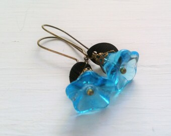 Teal Flower Earrings - Glass floral jewelry - leaf earrings - small flower jewelry - simple everyday earrings - vintage style